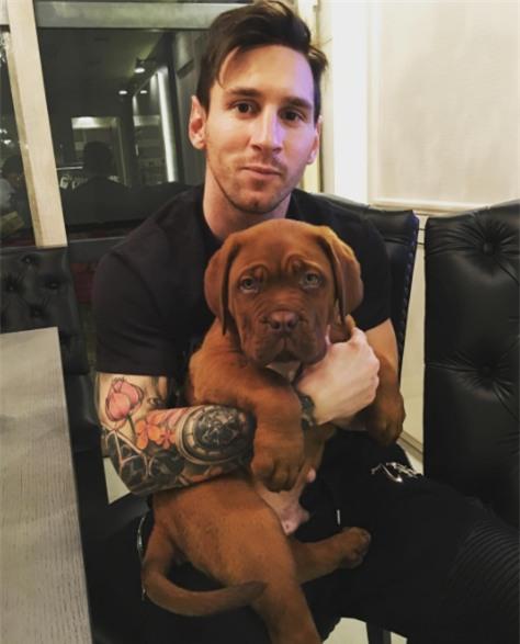 Sau 11 tháng, chó cưng nhà Messi lớn nhanh đến khó tin - Ảnh 2.