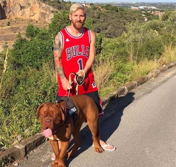 Sau 11 tháng, chó cưng nhà Messi lớn nhanh đến khó tin - Ảnh 4.