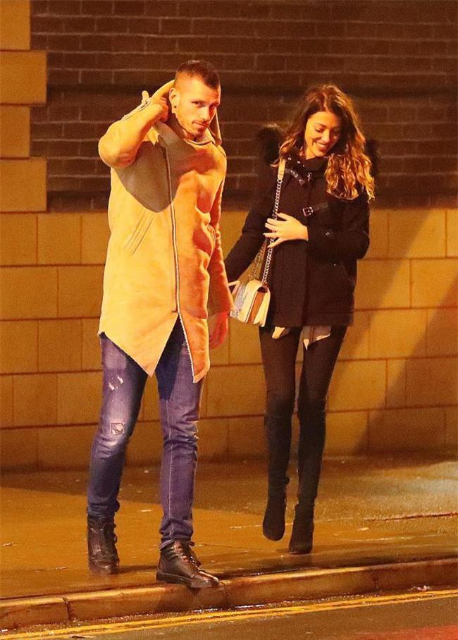 Mata dắt bạn gái đi ăn tối chia tay sao Man Utd - Ảnh 3.