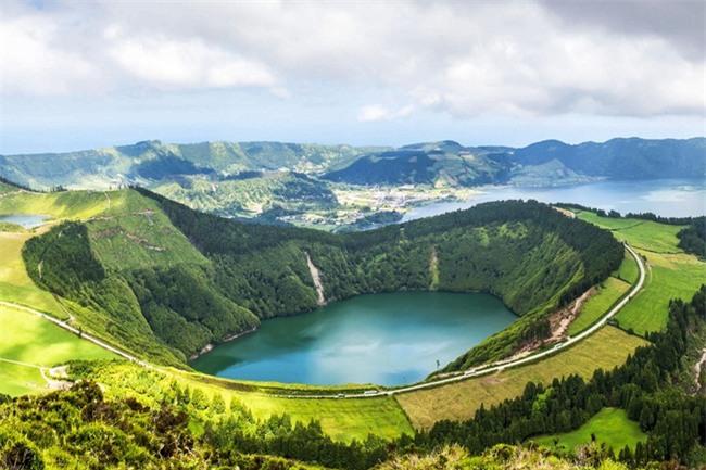 Top 10 địa danh hứa hẹn sẽ khiến dân mê du lịch cuồng chân nhất năm 2017 - Ảnh 10.