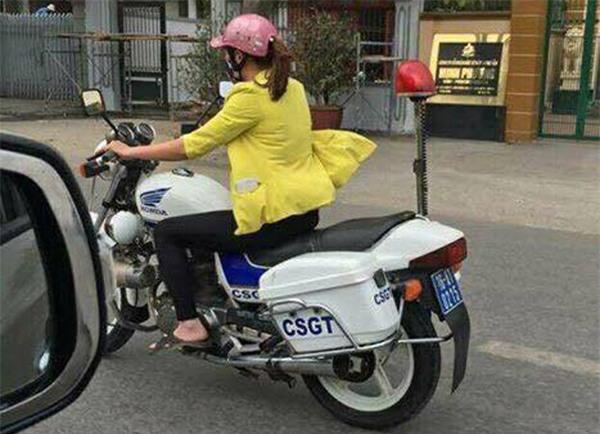 Thực hư một phụ nữ mặc thường phục lái xe đặc chủng của CSGT ở Hải Phòng - Ảnh 2.