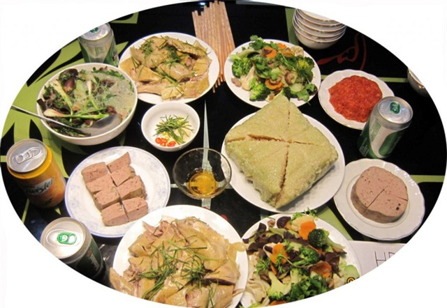 Cần có thói quen ăn uống khoa học và tránh xa những thực phẩm nhiễm độc để đảm bảo sức khỏe dịp Tết. Ảnh minh họa