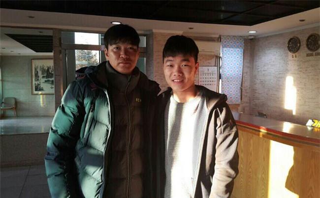 """Xuân Trường vượt qua """"ải đầu"""" ở Gangwon FC, tái ngộ người khai sáng Park Ji Sung"""