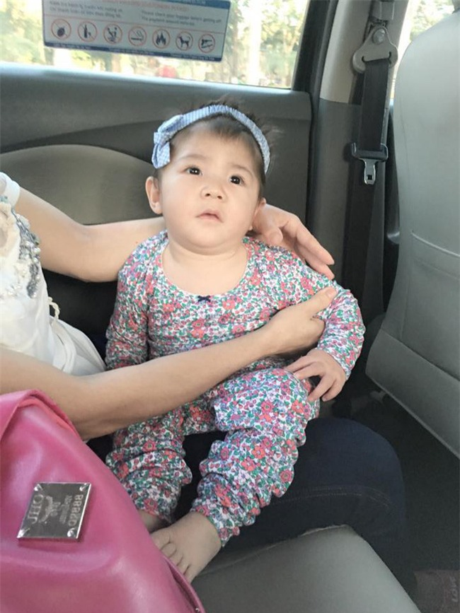 Cái Tết đầu tiên ấm áp nụ cười của em bé Lào Cai suy dinh dưỡng bên mẹ nuôi 9X - Ảnh 3.