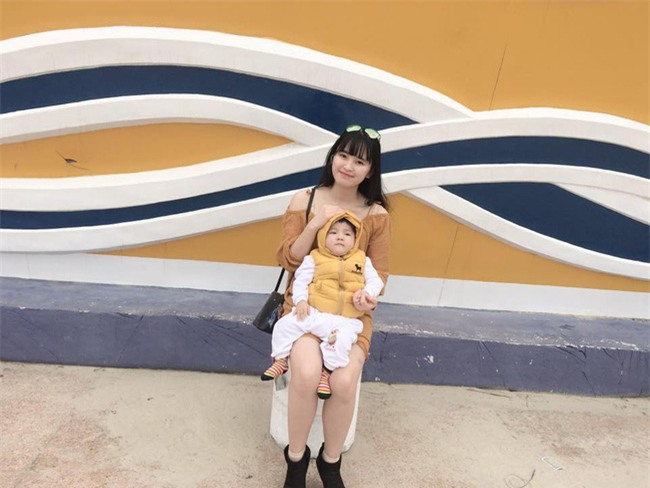 Cái Tết đầu tiên ấm áp nụ cười của em bé Lào Cai suy dinh dưỡng bên mẹ nuôi 9X - Ảnh 7.