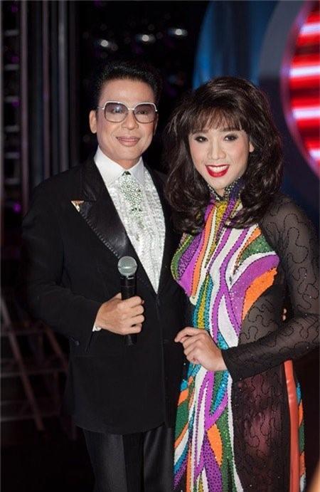 Trong chương trình, Trấn Thành không chỉ biến mình thành Hương Lan, mà anh còn trình bày ca khúc của nữ nghệ sĩ này được nhiều người yêu thích là Chiếc áo bà ba.