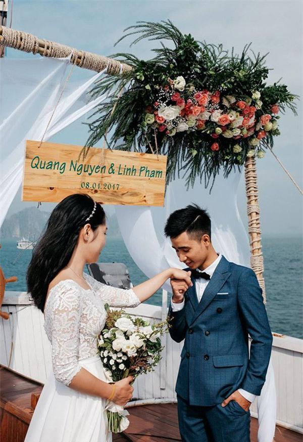 Đám cưới lãng mạn trên du thuyền ở vịnh Hạ Long khiến nhiều người ghen tỵ - Ảnh 1.