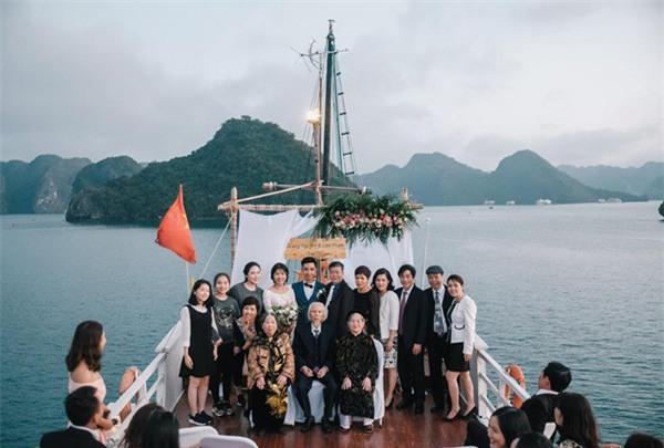 Đám cưới lãng mạn trên du thuyền ở vịnh Hạ Long khiến nhiều người ghen tỵ - Ảnh 10.