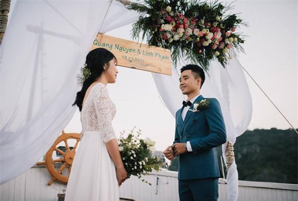 Đám cưới lãng mạn trên du thuyền ở vịnh Hạ Long khiến nhiều người ghen tỵ - Ảnh 3.