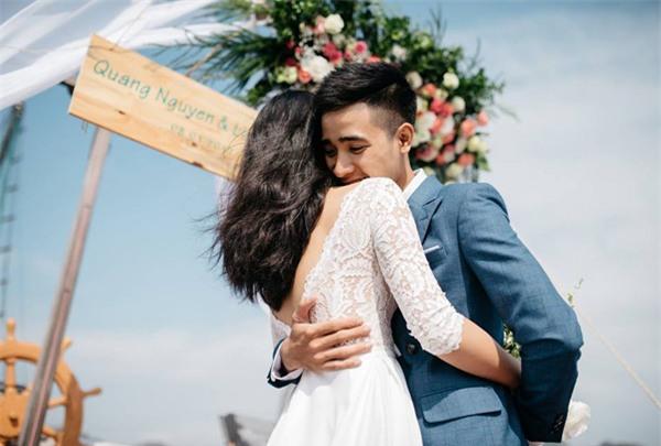 Đám cưới lãng mạn trên du thuyền ở vịnh Hạ Long khiến nhiều người ghen tỵ - Ảnh 4.
