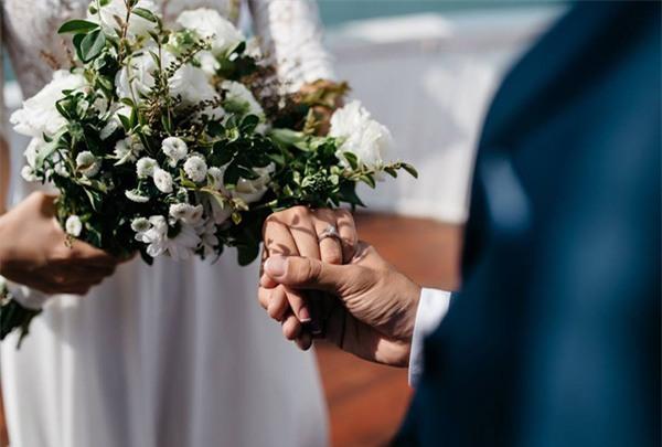 Đám cưới lãng mạn trên du thuyền ở vịnh Hạ Long khiến nhiều người ghen tỵ - Ảnh 5.