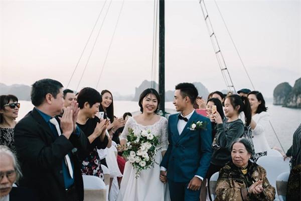 Đám cưới lãng mạn trên du thuyền ở vịnh Hạ Long khiến nhiều người ghen tỵ - Ảnh 6.