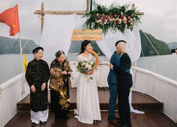 Đám cưới lãng mạn trên du thuyền ở vịnh Hạ Long khiến nhiều người ghen tỵ - Ảnh 7.