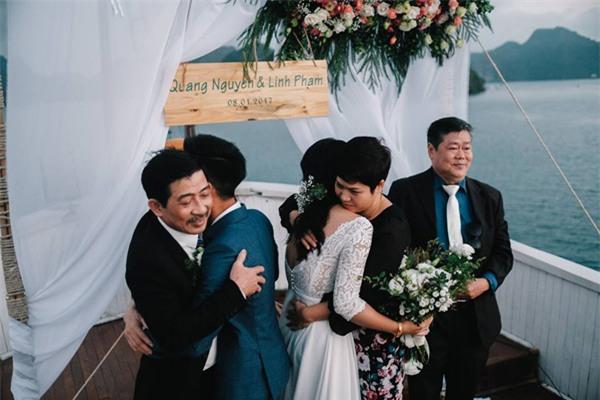 Đám cưới lãng mạn trên du thuyền ở vịnh Hạ Long khiến nhiều người ghen tỵ - Ảnh 9.