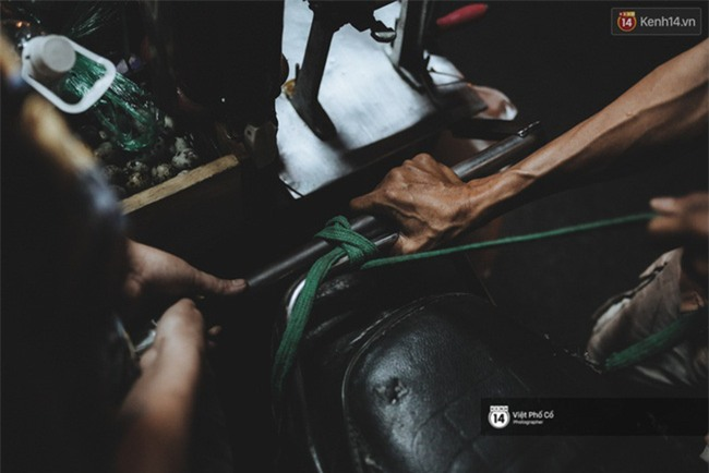 Xe hàng rong 25 năm và một tổ ấm đơn sơ của anh gù nhà thờ Đức Bà Sài Gòn - Ảnh 15.
