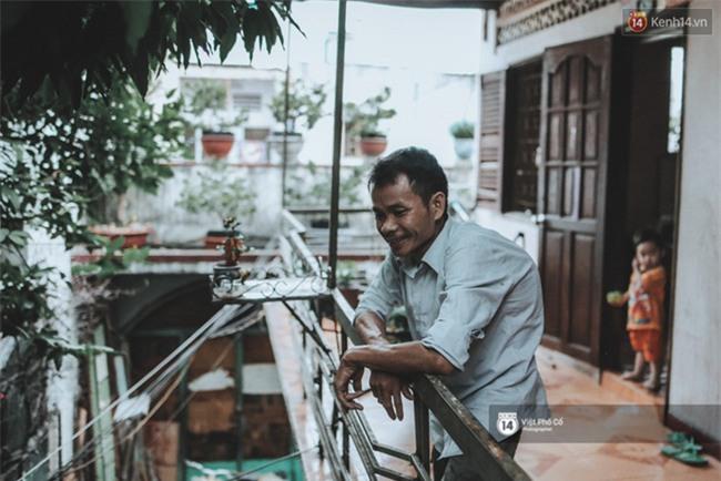 Xe hàng rong 25 năm và một tổ ấm đơn sơ của anh gù nhà thờ Đức Bà Sài Gòn - Ảnh 2.