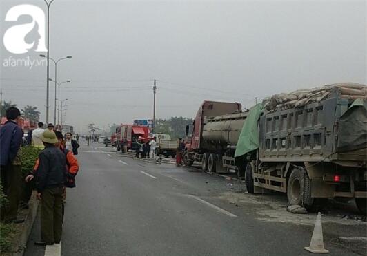 Thái Bình: Dừng xe bên đường kiểm tra lốp bị xe tải húc vào, 2 người chết - Ảnh 1.