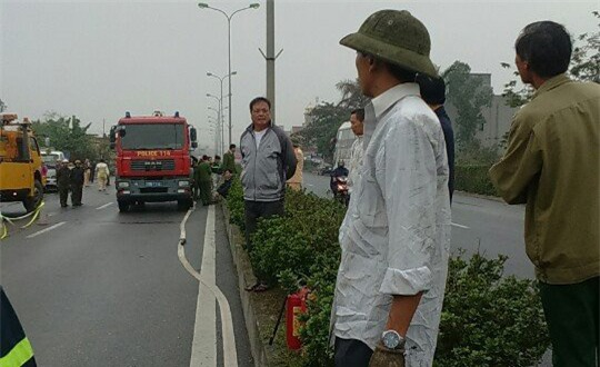 Thái Bình: Dừng xe bên đường kiểm tra lốp bị xe tải húc vào, 2 người chết - Ảnh 3.