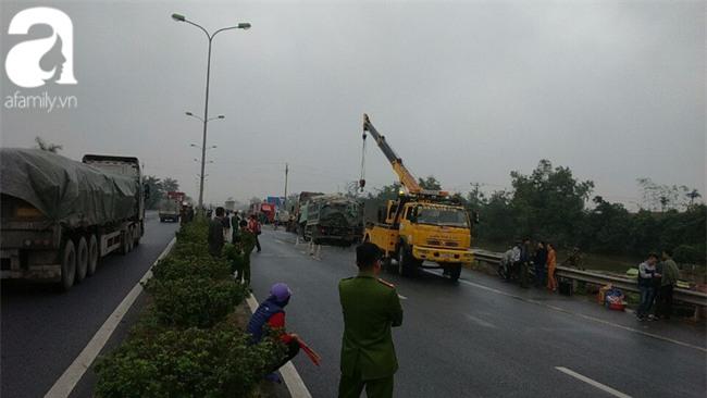 Thái Bình: Dừng xe bên đường kiểm tra lốp bị xe tải húc vào, 2 người chết - Ảnh 4.