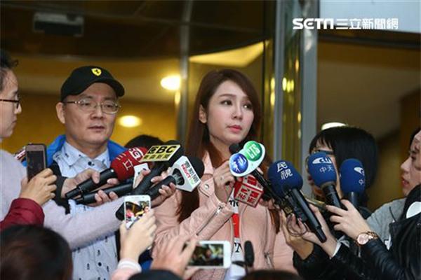 Helen Thanh Đào gây sốc showbiz Đài Loan khi thừa nhận nói dối học trường khủng, mẹ qua đời - Ảnh 1.