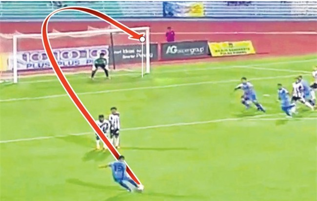 Mohd Faiz Subri, chang nong dan danh bai ca Messi, Neymar hinh anh 1