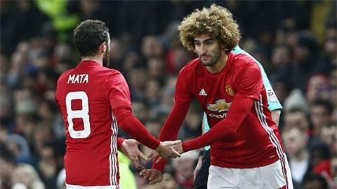 Fellaini cũng được vào sân thay Mata