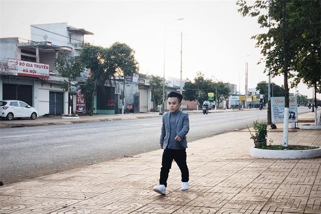 Chú lùn Trần Xuân Tiến: Chia tay bạn gái người mẫu 1m75 - Ảnh 1.