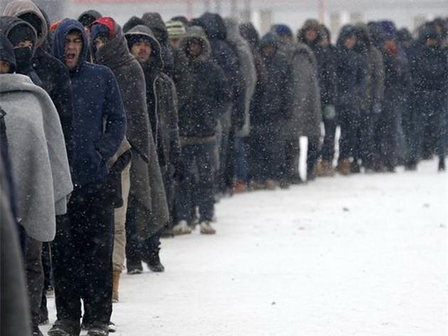 Lạnh giá tiếp tục càn quét châu Âu, 61 người chết - Ảnh 1.