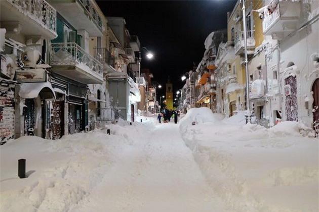 Lạnh giá tiếp tục càn quét châu Âu, 61 người chết - Ảnh 10.
