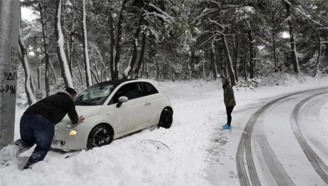 Lạnh giá tiếp tục càn quét châu Âu, 61 người chết - Ảnh 3.
