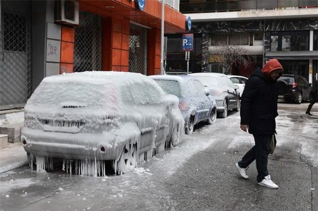 Lạnh giá tiếp tục càn quét châu Âu, 61 người chết - Ảnh 7.