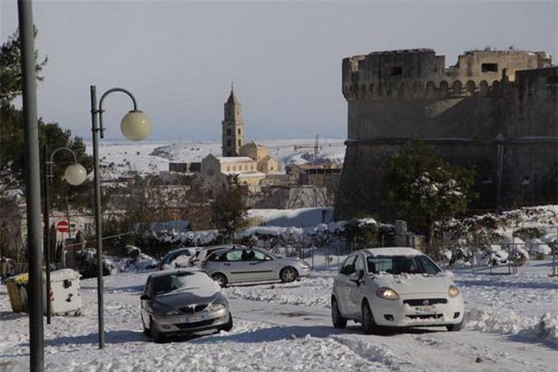 Lạnh giá tiếp tục càn quét châu Âu, 61 người chết - Ảnh 8.