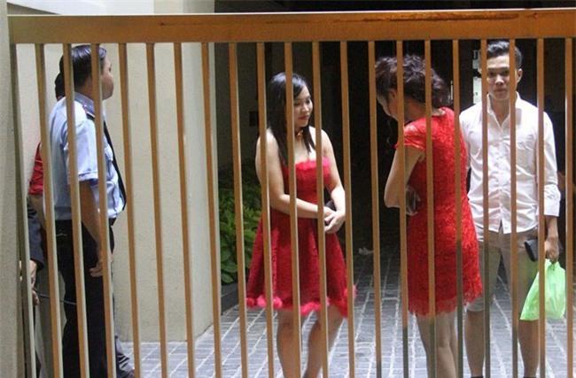 Công an Tân Phú nói về việc cô dâu chú rể bị giam lỏng - Ảnh 2.