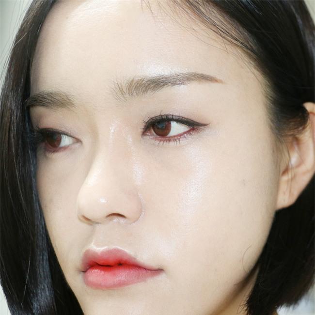 7 sản phẩm kẻ mắt vừa rẻ vừa tiện giúp nàng kẻ đường viền mí ngon ơ - Ảnh 23.