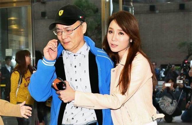 Chồng Helen Thanh Đào: Chấp nhận 18 năm bị gọi là anh trai, bán nhà nghỉ việc để gây dựng sự nghiệp ảo cho vợ - Ảnh 7.