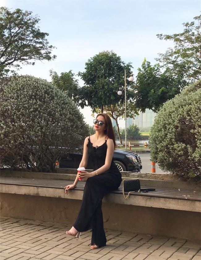 Ngọc Trinh bất ngờ kín đáo, Angela Phương Trinh đổi mốt mái ngố lạ lẫm trong street style tuần này - Ảnh 13.