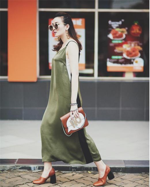 Ngọc Trinh bất ngờ kín đáo, Angela Phương Trinh đổi mốt mái ngố lạ lẫm trong street style tuần này - Ảnh 17.