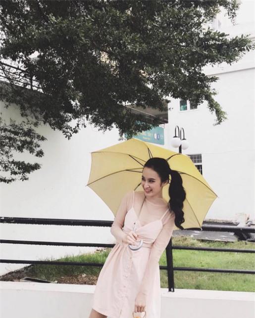 Ngọc Trinh bất ngờ kín đáo, Angela Phương Trinh đổi mốt mái ngố lạ lẫm trong street style tuần này - Ảnh 4.