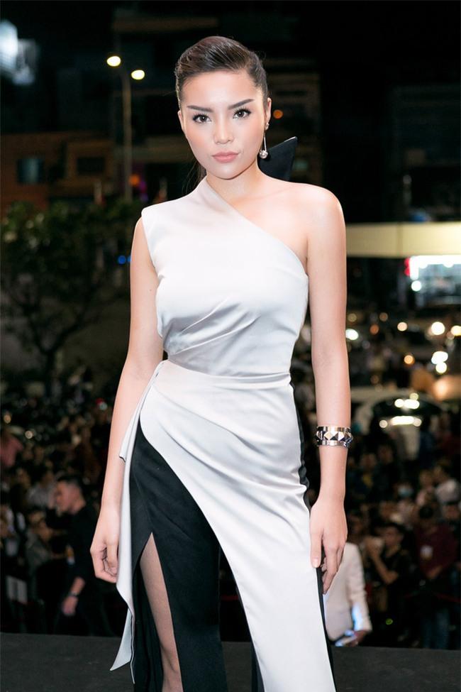 Hoa hậu Kỳ Duyên tái xuất với khuôn mặt lạnh lùng nhưng quyến rũ - Ảnh 1.