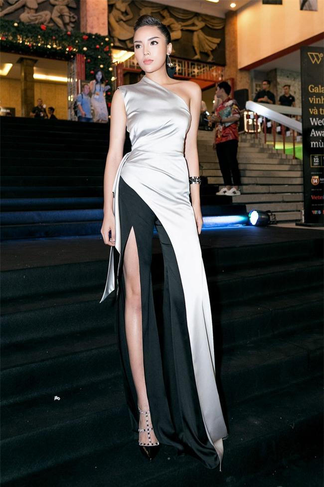 Hoa hậu Kỳ Duyên tái xuất với khuôn mặt lạnh lùng nhưng quyến rũ - Ảnh 4.