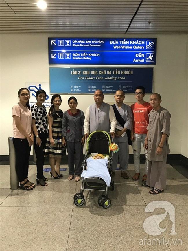 Lùm xùm vụ trục lợi tiền ủng hộ bé bị não úng thủy chữa trị tại Singapore, tình nguyện viên và sư thầy lên tiếng - Ảnh 8.
