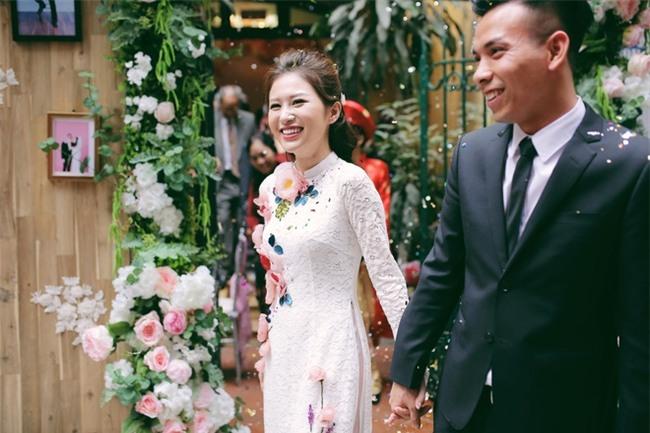Chủ rể đứng trước cửa đọc lời hứa mới đón được hot girl Hà Thành về làm vợ - Ảnh 1.