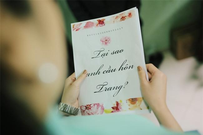 Chủ rể đứng trước cửa đọc lời hứa mới đón được hot girl Hà Thành về làm vợ - Ảnh 2.