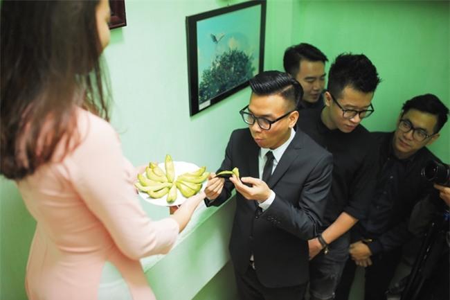 Chủ rể đứng trước cửa đọc lời hứa mới đón được hot girl Hà Thành về làm vợ - Ảnh 5.