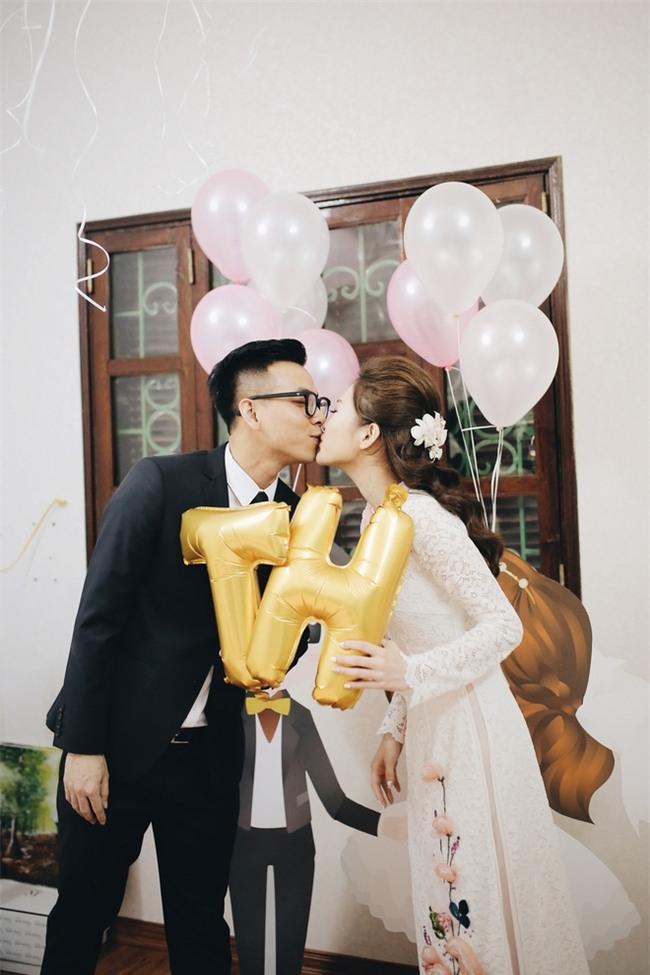 Chủ rể đứng trước cửa đọc lời hứa mới đón được hot girl Hà Thành về làm vợ - Ảnh 8.