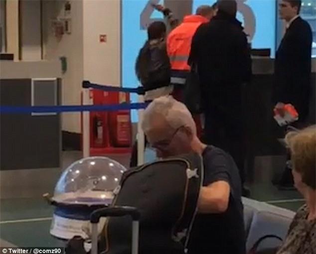 Đến muộn không kịp lên máy bay, nữ hành khách tát thẳng vào mặt nhân viên sân bay - Ảnh 2.