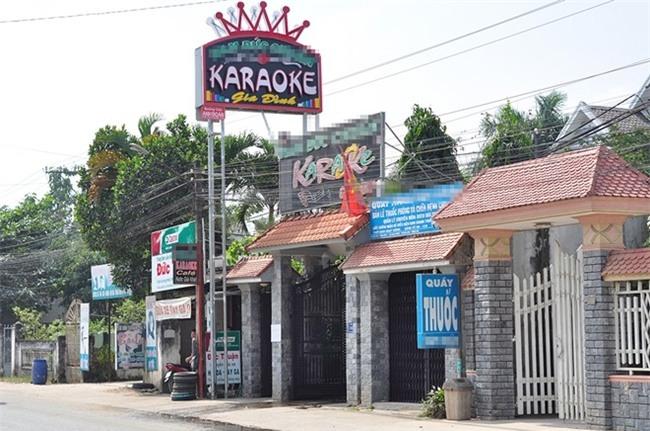 Nu bi thu ke luc 14 can bo xa giai cuu co o quan karaoke hinh anh 1