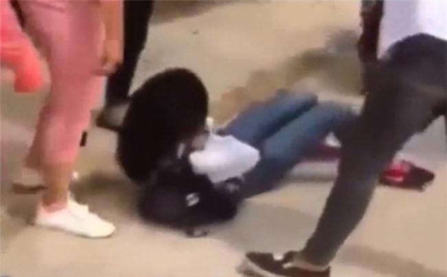 Nữ sinh bị chửi, đánh vì thử đồ nhưng không mua ở chợ Xanh không dám ra đường nhiều ngày