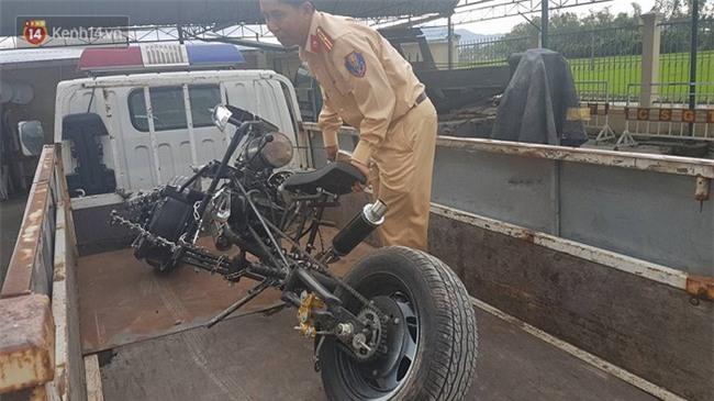 """Cảnh sát giao thông Đà Nẵng bắt giữ """"siêu quái xế"""" Batman gây náo loạn quốc lộ 1A - Ảnh 2."""