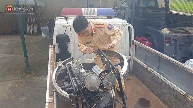 """Cảnh sát giao thông Đà Nẵng bắt giữ """"siêu quái xế"""" Batman gây náo loạn quốc lộ 1A - Ảnh 4."""